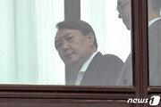 '조국 사퇴' 보고받고 입 닫은 윤석열 국감서 무슨말 할까