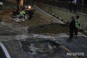 청주 도로서 폭 3m 싱크홀 발생…긴급 복구 중