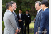 동성 배우자와 靑 방문한 뉴질랜드 대사, 文대통령에 감사 표시