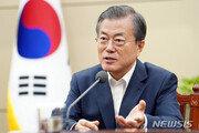 조국 사퇴에도 민심 사분오열…文대통령, 통합 행보 나선다