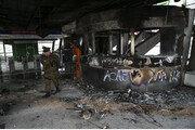 [청계천 옆 사진관]지하철 요금이 50원 오르자 칠레가 불탔다