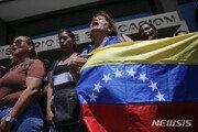 '종잇장 된 돈'…베네수엘라선 주유하고 담배 한 대 낸다