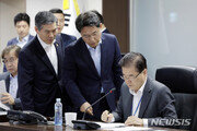 """靑 NSC 상임위 """"비핵화 협상, 금강산 관광 대응 방안 논의"""""""