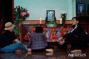 """英냉동트럭 사망, 베트남 유족의 눈물…""""영국으로 간다던 아들이"""""""
