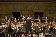 中, 한국인 오케스트라 단원만 비자 거부…美음대, 공연서 제외시키려다 거센 비난