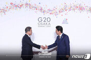 아베 총리, 주한 일본대사 통해 文대통령에 '모친상 위로전' 전달