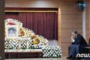 어머니 떠나보낸 文대통령 31일 장례미사…靑 복귀 시점은?