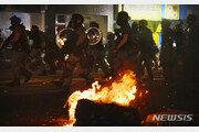 홍콩 경찰, 2일 시위로 200여명 체포 화염병 188개 등 압수