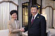캐리 람 만난 시진핑, 회담 자리에 공안부장 배석 의도는