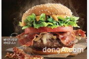 맥도날드, 육식파 소비자 겨냥… 버거 '1955 스모키 더블 베이컨' 한정 판매