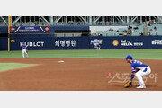 한국·캐나다 경기 2회말 사라진 2루심·김광현은 KKK