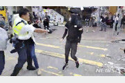 홍콩 경찰, 생명 위협상황 아닌데도 실탄 발사…中의 지시?