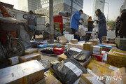 """中 온라인 쇼핑붐에 포장 쓰레기 급증…그린피스 """"2025년에 4130만t"""""""