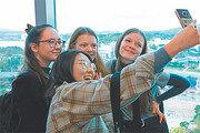 경주타워 전망대 찾은 외국인 관광객들