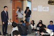 """'인적쇄신' 주저하는 한국당에…""""밥상 차려줘도 걷어 찬다"""" 비판 쏟아져"""