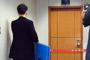 """[단독]檢 """"유재수 억대 수뢰 정황""""… 자택-집무실 압수수색"""