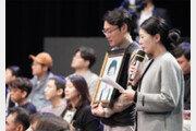첫 질문자로 '스쿨존 사망' 김민식군 부모 선택