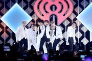 방탄소년단, 美최대 연말 축제 '징글볼' 달궜다…할시와 컬래버