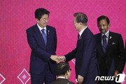 文대통령, 24일 오후 아베와 회담…수출규제 해법 모색