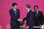 [속보]文대통령, 아베와 정상회담 시작…日수출규제 해법 논의 주목