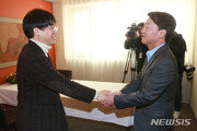 안철수, '조국 비판' 김경율 만나…측근 의원들과 첫 회동