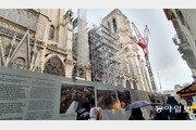 혼란과 무력감에 휩싸인 파리… '노트르담의 부활'은 너무 멀다