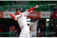 [포토] 최정 '추격의 투런 홈런!'