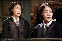[DA:클립] '무법 변호사' 이혜영, 법복보다 강렬한 레이저 눈빛
