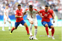 세르비아, 점유율 우위에도 '5백' 코스타리카와 전반 0-0
