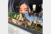 """""""눈만 빼꼼"""" 정은채, 반쪽 미모도 '청순美 가득'"""