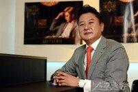 """[김원겸의 엔터 파워맨] 신현빈 대표 """"격조 높은 트로트, 케이팝의 새길 열 것"""""""