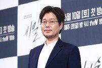 """[DA:이슈] 유재명, 띠동갑 연인과 5년 열애 끝 결혼 """"비공개 결혼"""""""