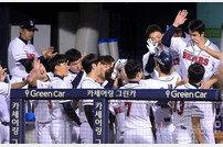 [포토] 오재원, 시즌 15호 쐐기 투런 홈런