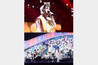 [DA:클립] '복면가왕' 동막골 소녀, 4연승 위한 초강수 무대