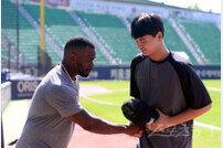 [베이스볼 브레이크] '동업자 정신·고의성' KT-LG의 신경전이 불편한 이유