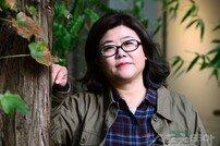 """[여기자들의 수다①] 이정은 """"'아줌마1'서 '함블리'로 인생역전…화장품 광고도 찍었죠"""""""