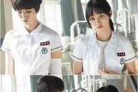 [DA:클립] '땐뽀걸즈' 박세완X이주영, 어색함 가득 스틸 컷 공개