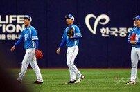 [포토] 박상원-구승민-김성욱, 세명의 외야수가 한 자리에