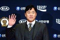 [포토] 안치홍 '2루수 골든글러브 내 차지~'