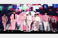 [포토] 세븐틴 '핑크핑크한 따뜻한 남자들~'