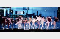 [포토] 파워풀한 댄스의 세븐틴!