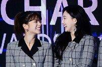 [포토] '가온차트 뮤직 어워즈' 트와이스 정연-나연 '수상은 언제나 신이 나~'