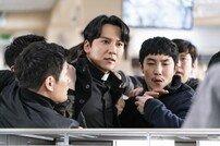 [DA:클립] '열혈사제' 김남길 분노 폭발…경찰서 안 난동