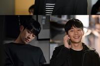 [DAY컷] '봄밤' 정해인, 멜로 장인의 로맨틱 눈빛 포착→고독+밝음