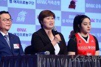 [포토] 유영주 감독 '봄 농구 해야지요'