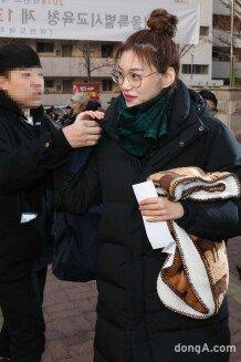 [화보]위키미키 김도연의 수험생 패션은 '롱패딩'
