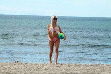 프렌치 모건, 해변에서 \