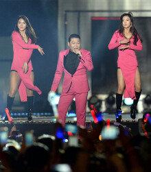 '에너자이저' 싸이, 'C-페스티벌 2016 K-POP' 콘서트 열창