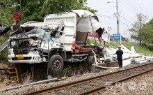 부산 동해남부선 철길서 트럭-화물열차 충돌…