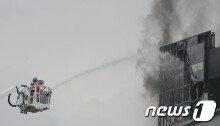 대전 웨딩홀 공사현장서 화재…4명 부상